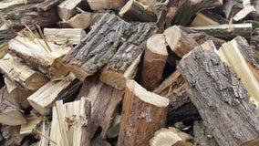 Ein Stapel des Brennholzes brennholz abholzung Lizenzfreies Stockbild