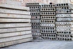 Ein Stapel Platten für den Bau von Bodenplatten Lizenzfreies Stockfoto