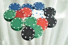 Ein Stapel Pokerchips, die in einem Spiegel sich reflektieren Lizenzfreie Stockfotografie