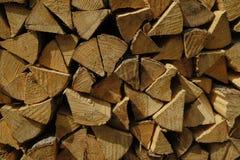 Ein Stapel reifes Brennholz stockfoto