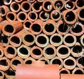 Ein Stapel von Clay Pipes Stockfoto