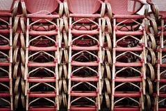 Ein Stapel von hölzernen Stühlen Lizenzfreie Stockfotografie