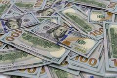 Ein Stapel von uns 100 Dollar Bargeld Stockbilder
