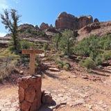 Ein Steinhaufen-Zeichen, welches die Felsen-Spur Inte Templeton und der Kathedrale markiert Lizenzfreie Stockfotografie