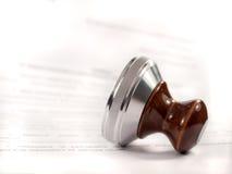 Ein Stempel auf dem Vertrag. Stockfotos