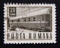 Ein Stempel, der in Rumänien gedruckt wird, zeigt alten Zug, circa 1967 Lizenzfreie Stockfotografie