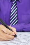 Ein 1040 Steuerformular ergänzen Lizenzfreies Stockfoto