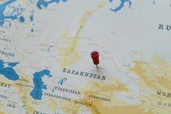 Ein Stift von Astana, Kasachstan in der Weltkarte stockbild