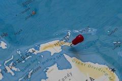 Ein Stift von Port Moresby, Papua-Neu-Guinea in der Weltkarte stockfoto