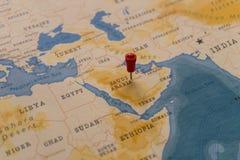 Ein Stift von Riad, Saudi-Arabien in der Weltkarte lizenzfreie stockfotos