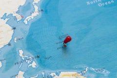 Ein Stift von Saipan in der Weltkarte stockfotos