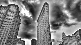 Ein stoischer Blick auf das Plätteisen-Gebäude, der erhabenste Wolkenkratzer auf der Insel von Manhattan Lizenzfreie Stockfotografie