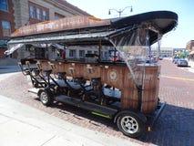 Ein Straßenauto entwarf, damit Tourist 12 um Stadt als Touristenattraktion feilbietet stockfotos