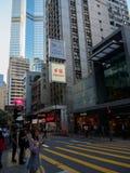 Ein Straßenbild die Straßen-der Zentrale der Königin in Hong Kong Der beschäftigte Boulevard wird mit punktiert stockbild