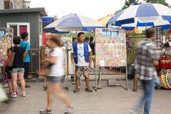 Ein Straßenphotograph, der Kunden sucht Lizenzfreies Stockbild