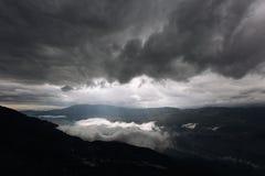 Ein Strahl des Lichtes in den Bergen Stockbilder