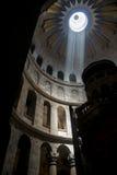 Ein Strahl des Lichtes innerhalb des Tempels Lizenzfreies Stockfoto