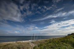 Ein Strand in der Ostsee mit Katamarann Stockbilder