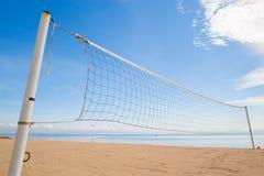 Ein Strandvolleyballnetz stockfotografie
