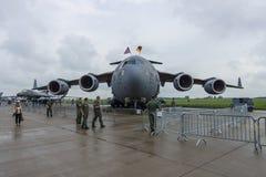 Ein strategischer und taktischer airlifter Boeing C-17 Globemaster III US-Luftwaffe Stockbild