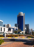 Ein Street-scape von Abu Dhabi entwickelt sich in den Zwanzigen Lizenzfreie Stockbilder