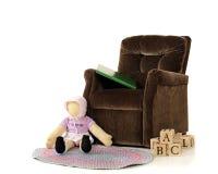 Ein Stuhl des kleinen Mädchens Stockfotografie
