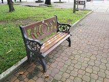 Ein Stuhl in einem vietnamesischen Park Lizenzfreie Stockbilder