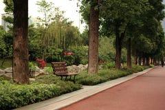 Stuhl im Park Stockbild