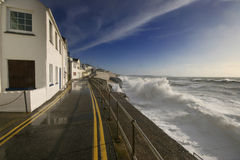 Ein Sturm bedroht eine Straße. Stockfotografie