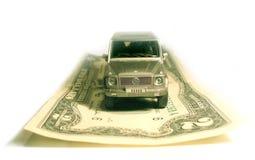 Ein SUV Auto und ein Dollar Stockfoto
