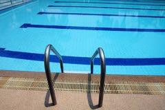 Ein Swimmingpool. Lizenzfreie Stockbilder
