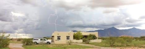 Ein Tanz des Blitzes in den Vorbergen Lizenzfreies Stockbild