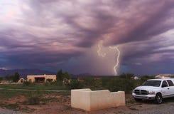 Ein Tanz des Blitzes in den Vorbergen Lizenzfreie Stockfotografie