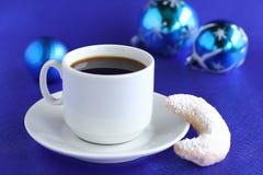 Ein Tasse Kaffee mit Biskuiten Lizenzfreie Stockbilder