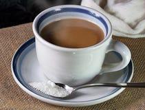 Ein Tasse Kaffee und ein Zucker Lizenzfreies Stockfoto