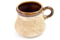 Ein Tasse Wasser von den Lehmtonwaren Stockfoto