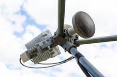 Ein Teil einer Satellitenschüssel Stockfotos