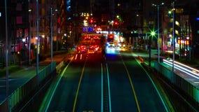 Ein timelapse der Stra?e am Stadtzentrum in Tokyo an der mittleren geschossenen Neigung der Nachtlangen Belichtung stock video