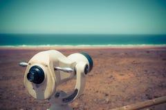 Ein touristisches Teleskop in Cofete, Fuerteventura, Kanarische Inseln stockfotografie