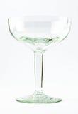 Ein transparentes elegantes Kristallglas für Cocktails auf einem weißen Hintergrund Stockbilder