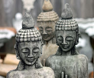 Ein Trio von Stein-Buddhas Lizenzfreie Stockfotos