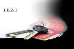 Ein Umschlag mit Geld und Schlüssel, Rechnungen von NIS 200 Stockbild