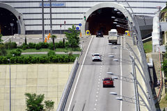 Ein- und Ausgang des Tunnels Stockbild