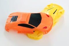 Ein Unfallort von Plastikautospielwaren Stockfotos
