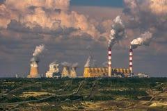 Ein ungewöhnliches Großkraftwerk lizenzfreie stockbilder