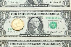 Ein US-Dollar Banknoten und Münze Lizenzfreie Stockfotos