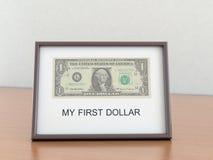 Ein US-Dollar im Feld mit dem inscriptio Lizenzfreie Stockfotos
