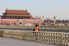 Ein Verkehrsprüfer auf dem Tiananmen-Platz Lizenzfreies Stockfoto