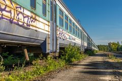 Ein verlassener alter Sowjet errichteter Zug stockbilder