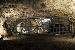 Ein verlassener Tunnel im Marmorsteinbruch Ruskeala in Karelien, Ru Lizenzfreie Stockfotos